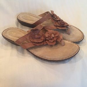 Sz 12 CLARKS tan leather sandals w/ floral accent